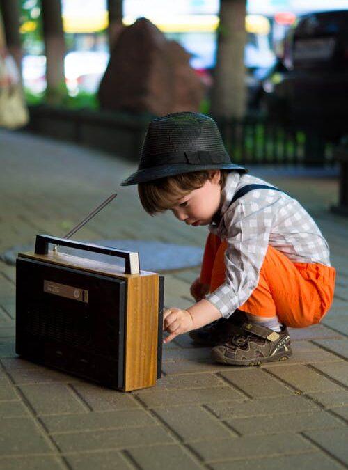 Skal vi hjælpe vores børn med at skrue ned for musikken?