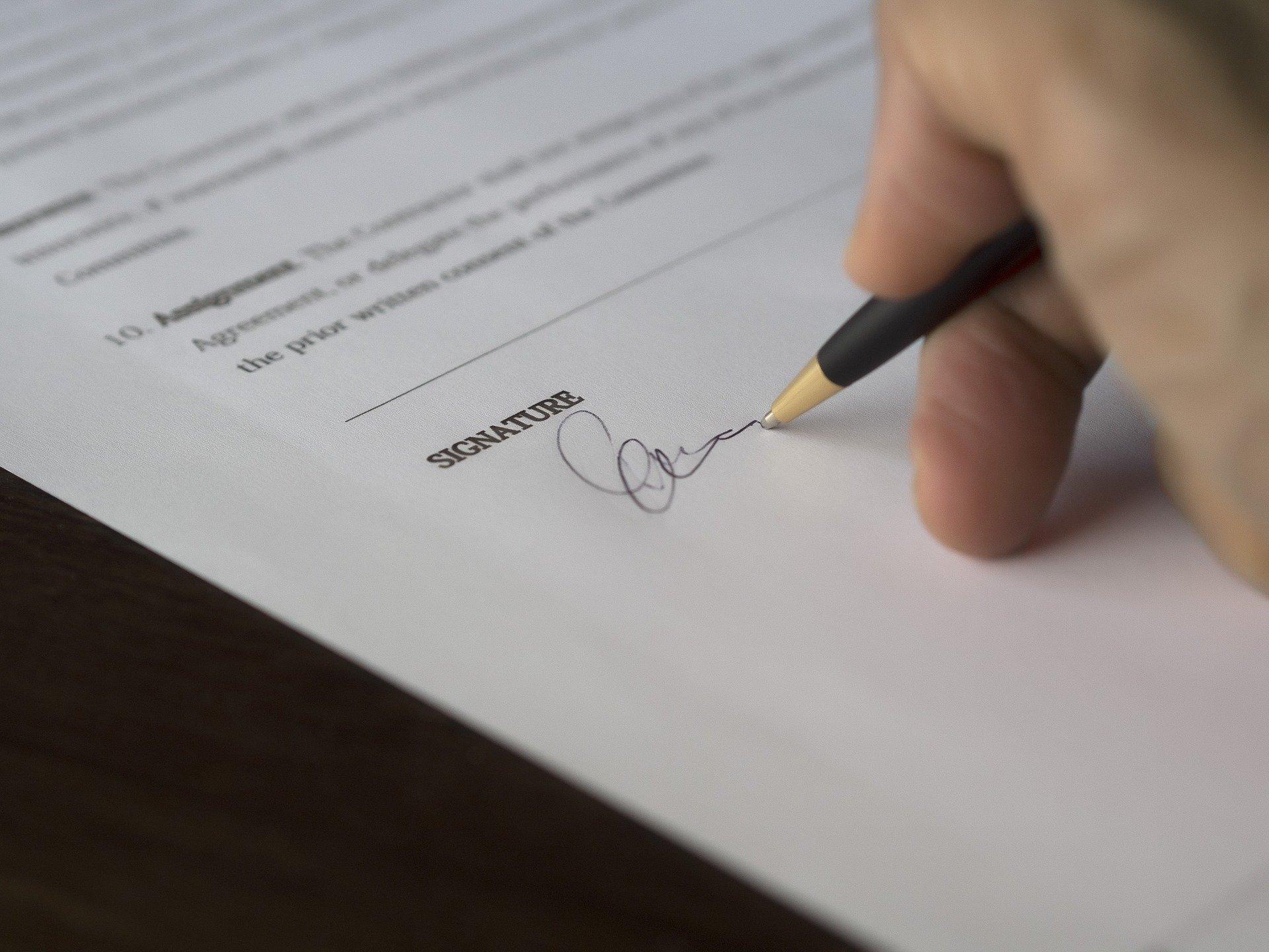 Underskrivning på papir