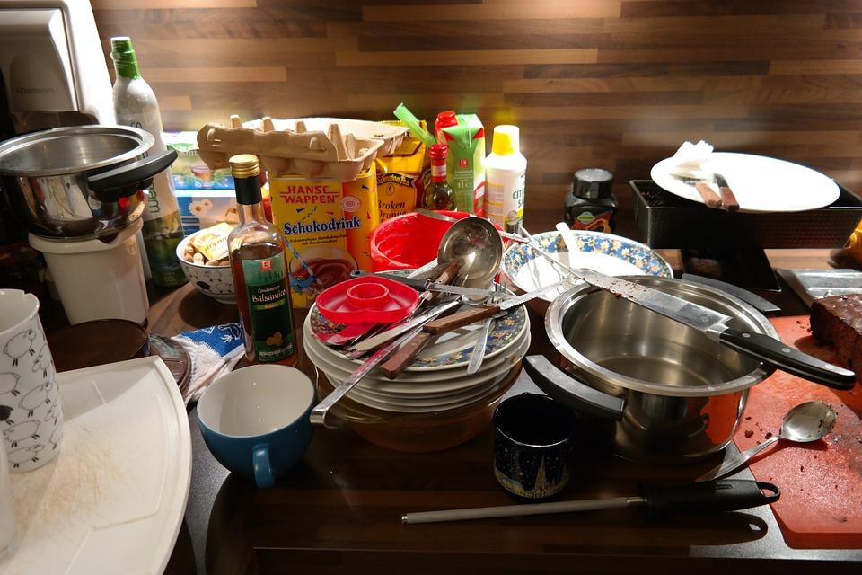 Opvask og rod i køkken